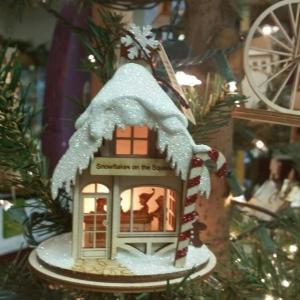 Snowflake's Collectibles Christmas and Seasons Shoppe