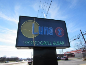Luna 2 Woodgrill & Bar